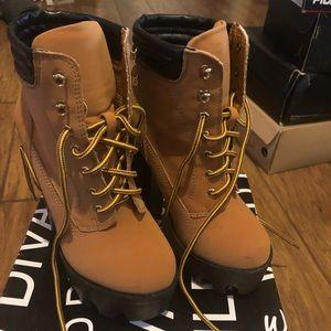 Woman's heeled timberland type boot